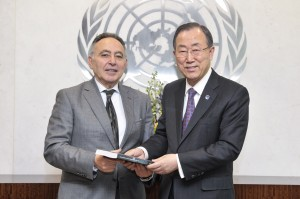 Bahey Eldin Hassan present CIHRS annual report to UN Secretary -General Ban Ki -moon. - (UN Photo/Mark Garten)